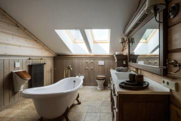 Ванная на мансарде: как организовать, подходящие стили, отделка, освещение