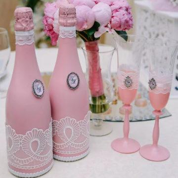 Декупаж бутылок на свадьбу: как покрасить и оформить свадебное шампанское своими руками